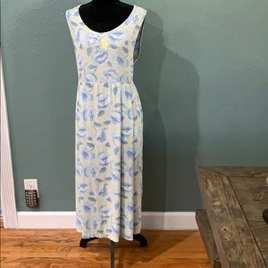 Classic Winnie the Pooh Disney dress size XL- used